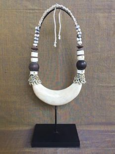 Decorative necklace Papuan old currency - Papua New Guinea