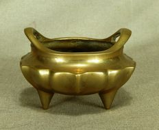 Beautifully shaped bronze tripod incense burner - China - 19th century