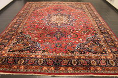 Fine old hand-knotted Jugendstil Persian carpet, Mashhad, 295 x 385 cm, made in Iran, signed by the knotting master.