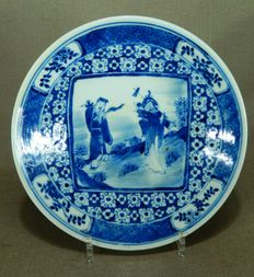 Porcelain plate with figures, Qianlong marked - China - 19th century