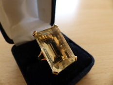 Gold (18 kt) ring with a 29 ct citrine