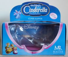 Disney's Cinderella - Master Replicas - 2005 - DS-113 - crystal collectible - about 10cm wide and 6cm tall - Glass Slipper - special edition