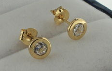 14 kt gold solitaire earrings with zirconia
