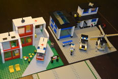 Classic Town - 6380 + 6384 - Emergency Treatment Center + Police Station