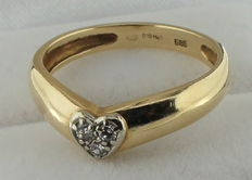 14 kt gold heart ring with diamond