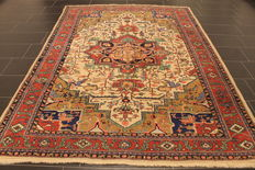 Beautiful antique hand-knotted Persian rugs from around 1930, Heris Heriz, plant colours, 200 x 270 cm, made in Iran