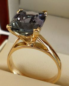 4.58 Carat IGI Certified Violet Blue Tanzanite in New Designed Ring of 14K Solid Yellow Gold.