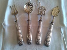 4 piece silver hors-d'oevre or dessert serving set with carved, decorated handle, 19th century
