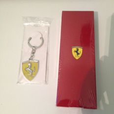 Ferrari pen with packaging-Original pen ferrari + ferrari keyring