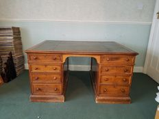 A Victorian oak pedestal desk - 19th Century