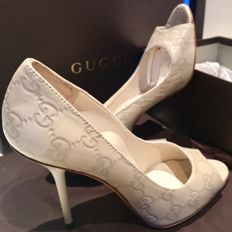 Gucci court shoes