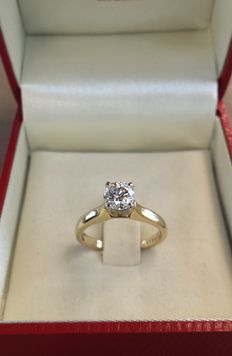 18 kt gold solitaire ring with a natural diamond of 0.73 ct