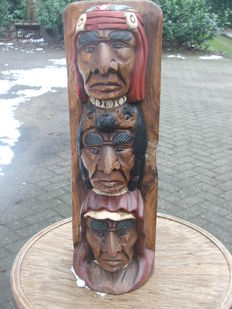 Totem pole with 3 Indian heads-1.775 kg.