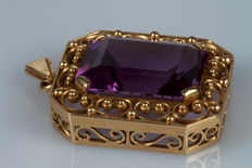 Gold pendant (14 kt) with amethyst
