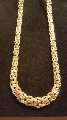 Beautiful royal chain necklace in 18 kt yellow gold.