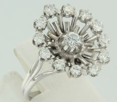 18 kt white gold ring set with brilliant cut diamonds