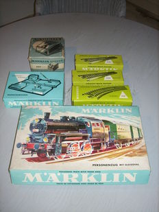 Märklin H0 - 3100/7390/5100/-6 - Passenger train with oval of tracks, mechanically operated level crossing, various rails and transformer