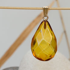 Gold and faceted Baltic amber pendant