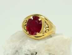 18 kt gold mens' ring set with ruby 5 ct - no reserve