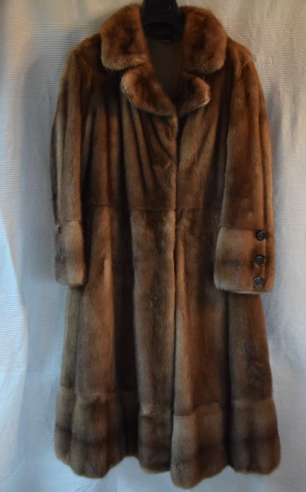 Honey-blond mink fur coat -- made in Italy -- low reserve price ...