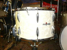 Majestic (van der Glas, Dutch product) brass band snare drum 14x6 inch, parallel snare mechanism.