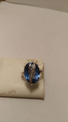 Ring in 925 silver with blue quartz