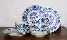 Zwiebelmuster/Dana Blue/not marked - Lot with 10 pieces of tableware