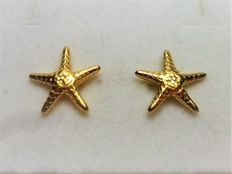 10 kt gold starfish-shaped earrings.