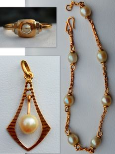 Ring, Pendant and Bracelet in 18 kt Gold with Pearls.