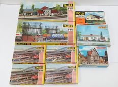 Faller/Vollmer/Pola H0 - B-940/102/526/3746/525 - Five kits with among others, a station