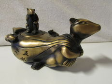 Bronze rat teapot - China - 21st century