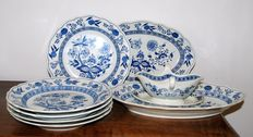 Hutschenreuther - lot with 8 tableware pieces Zwiebelmuster
