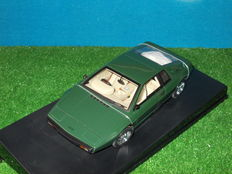 AUTOart  - Schaal 1/18 - Lotus  Esprit Type '79 British Racing Green