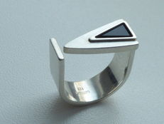 Silver designer ring with onyx