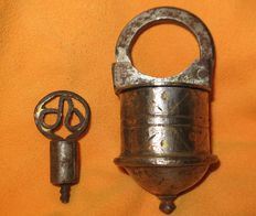 Padlock made of iron and bronze - Probably 15th/16th century