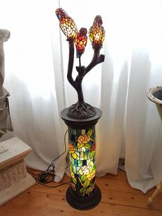 Very large stained glass pie the stable with stained glass lamp parrots