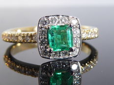 "Diamond ring with natural  ""Deep Bluish Green Colombian Emerald "" 0.40 ct    & 26 diamonds  total  0,30 ct"