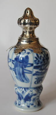 Blauw witte Suikerstrooier - China - ca. 1700 ( Kangxi periode )