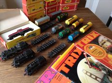 Trix Express H0 - Train set of 17 steam locomotives 2267 and 80020 and catalogues from 70s