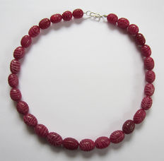 Engraved rubies necklace - about 380 ct.