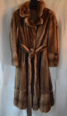 Honey-blond mink fur coat -- made in Italy -- low reserve price