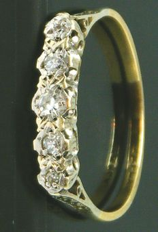 Ring, 18K heavy yellow gold, Solid Platinum Head - 5 Clean diamonds,- 0.32ct. SI1 K