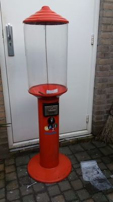 Large metal gumball or surprise ball machine with locks and keys, accepts 0.50 euro cent 100%