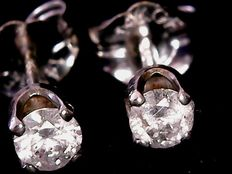 White gold ear studs with 0.4 ct diamonds