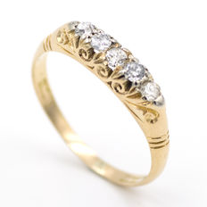Yellow gold ring and antique cut brilliant diamond