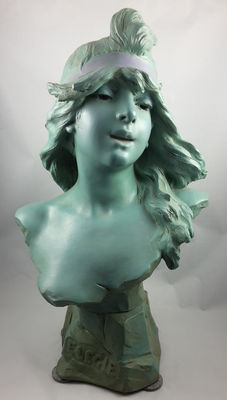 Alfred Jean Foretay (1861-1944) - Élégie - A green patinated Art Nouveau terracotta bust