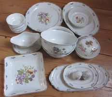 Hollohaza - 18-piece hand painted tableware set, 18th century style.
