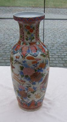 Large Chinese vase with a colour bird and flower design - China - late 20th century