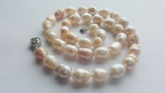 Beautiful Natural Cultured Freswater Pearl Necklace