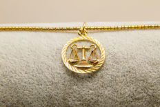 14K yellow gold pendant and necklace 7.10 grams
